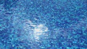 在大海,水池表面波纹,假期的阳光反射 影视素材