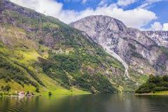 在大游轮的Traval从Flam港向斯塔万格,在晴朗的夏日,挪威 库存照片