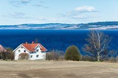 在大湖岸的宅基 免版税图库摄影
