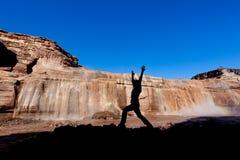 在大瀑布的瑜伽 图库摄影