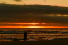 在大炮海滩的日落,在中央俄勒冈海岸 库存图片