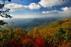 在大烟山的日出秋天颜色峰顶的  免版税库存图片