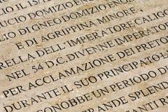 在大理石刻记的古老罗马的历史记录 免版税库存照片