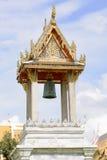 在大理石寺庙的钟楼或Wat Benchamabophit Dusitvanaram在曼谷,泰国 免版税库存照片