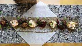 在大理石桌上的线供食和装饰的地方印地安食物 影视素材