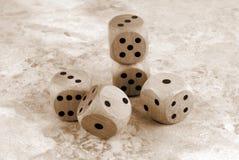 在大理石石桌上切成小方块 免版税库存图片
