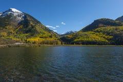 在大理石科罗拉多附近镇的Beaver湖  库存照片