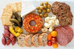 在大理石背景的开胃菜自助餐 免版税库存图片