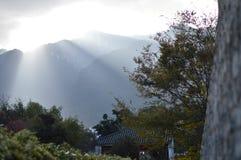 在大理,云南,中国苍山的美好的日落  免版税库存照片