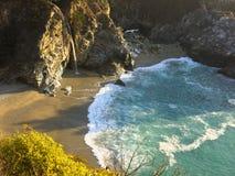在大瑟尔海岸线的海滩 图库摄影