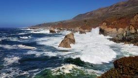在大瑟尔的大海浪 免版税库存照片