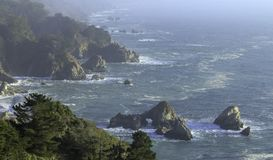 在大瑟尔,加利福尼亚附近的风景海景 图库摄影