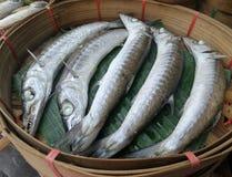 在大竹篮子的鱼 免版税库存照片