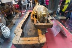 在大英博物馆里面的埃及妈咪 库存图片