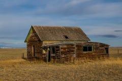 在大草原的老宅基 库存图片