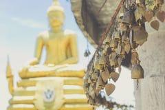 在大菩萨寺庙的传统亚洲响铃 库存照片