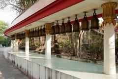 在大菩萨小山寺庙,芭达亚的响铃。 免版税库存照片