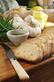 在大蒜油迷迭香上添面包 库存图片
