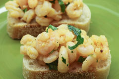 在大蒜虾发酵母塔帕纤维布上添面包 库存图片
