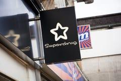 在大街上的Superdrug标志-斯肯索普,林肯郡,联合国 免版税图库摄影