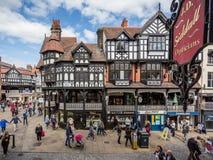 在大街,彻斯特,英国上的木构架的房子 库存照片