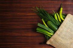 在大袋的新鲜蔬菜 免版税库存图片