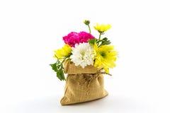 在大袋的花束鲜花 图库摄影