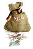 在大袋,钞票,硬币的19百分号 免版税图库摄影