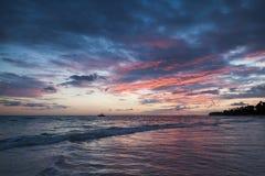 在大西洋海岸Bavaro的五颜六色的日出 库存照片
