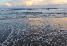 在大西洋海滩,北卡罗来纳的晚霞 库存照片