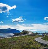 在大西洋路的Storseisundet桥梁,挪威 免版税图库摄影