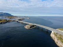在大西洋路附近跨接在挪威,鸟瞰图 库存照片
