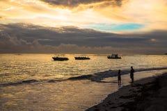 在大西洋的五颜六色的日出 多米尼加共和国, Bavaro海滩 库存图片