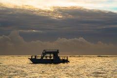 在大西洋的五颜六色的日出 多米尼加共和国, Bavaro海滩 免版税库存照片