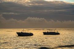 在大西洋的五颜六色的日出 多米尼加共和国, Bavaro海滩 免版税图库摄影