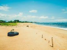 在大西洋的原始狂放的离开的海滩 蒙罗维亚利比里亚,西非的首都 库存图片