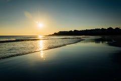 在大西洋的日出在约克,缅因 免版税库存照片