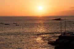 在大西洋的日落在特内里费岛附近 库存照片