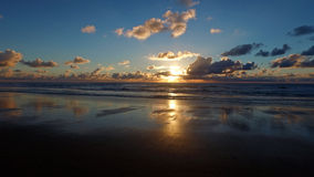在大西洋的美好的日落在葡萄牙 库存照片