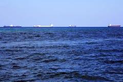 在大西洋的许多货船 库存图片