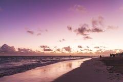 在大西洋的紫色日出 免版税库存图片