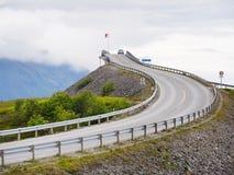 在大西洋路的Storseisundet桥梁 挪威 免版税库存图片