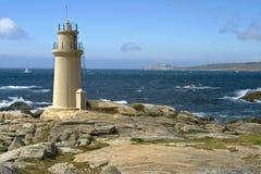 在大西洋,穆希亚,西班牙的灯塔 库存图片