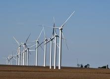 在大豆领域的风轮机 免版税图库摄影
