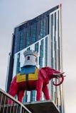 在大象&城堡的雕象地铁车站南伦敦英国 免版税库存照片