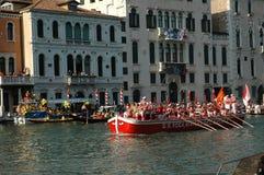 在大运河下的每年赛船会在威尼斯意大利 图库摄影