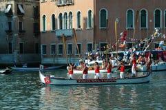 在大运河下的每年赛船会在威尼斯意大利 免版税库存照片
