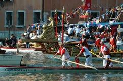 在大运河下的每年赛船会在威尼斯意大利 库存图片
