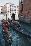 在大运河停放的两艘长平底船 意大利威尼斯 免版税图库摄影