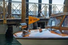 在大运河的水出租汽车小船在威尼斯 库存照片